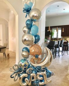 La imagen puede contener: tabla e interior Baby Shower Bouquet, Deco Baby Shower, Baby Shower Garland, Baby Shower Themes, Baby Boy Shower, Baby Balloon, Big Balloons, Baby Shower Balloons, Birthday Balloons
