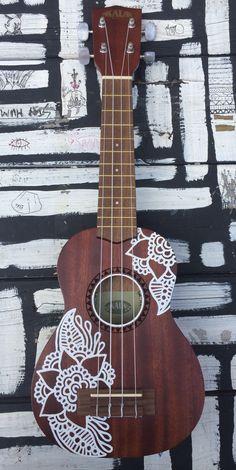 Guitar Art Diy, Acoustic Guitar Art, Ukulele Art, Cool Ukulele, Guitar Painting, Ukulele Songs, Ukulele Chords, Ukelele Painted, Ukulele Design