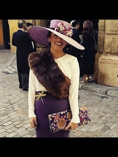Para boda de invierno. Ladies Lunch, Ladies Day, Paris Outfits, Cool Outfits, Wedding Guest Looks, Races Fashion, Bridesmaid Outfit, Wedding Hats, Dress Codes