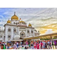 """""""the only person you are destined to become is the person you decide to be"""" -great capture of gurdwara bangla sahib by @iamshobhit"""