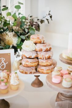 Home Decor Eclectic Baby Shower Ala Cortez Welcomes her Baby Girl Budget Baby Shower, Boho Baby Shower, Baby Shower Cakes, Baby Shower Themes, Baby Shower Gifts, Shower Ideas, Bridal Shower, Donut Tower, Donut Decorations