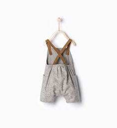 Image 2 of Suede straps rompersuit from Zara Fashion Kids, Baby Girl Fashion, Outfits Niños, Baby Boy Outfits, Sewing For Kids, Baby Sewing, Kids Clothing Canada, Baby Overalls, Kid Styles