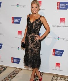 Kelly Ripa takes over Kleinfeld's as a guest bridal consultant on TLC's Say Yes to the Dress - Shape.com