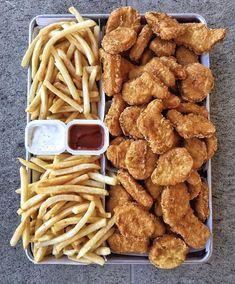 Bewitching Is Junk Food To Be Blamed Ideas. Unbelievable Is Junk Food To Be Blamed Ideas. Think Food, I Love Food, Good Food, Yummy Food, Yummy Snacks, Sleepover Food, Food Platters, Food Goals, Aesthetic Food