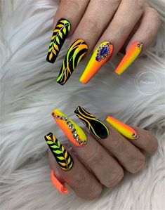 Coffin nails have always been the favorite nails shape for stylish girls. Every season, coffin nails have their color to Ongles Bling Bling, Bling Nails, My Nails, Cute Acrylic Nail Designs, Beautiful Nail Designs, Nail Art Designs, Crazy Nail Designs, Nails Design, Bright Summer Acrylic Nails
