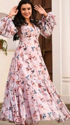 Party Wear Indian Dresses, Indian Gowns Dresses, Dress Indian Style, Indian Fashion Dresses, Indian Designer Outfits, Girls Fashion Clothes, Designer Dresses, Fancy Dress Design, Stylish Dress Designs