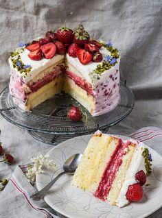 Swedish Strawberry Cake - Midsommar in . - Swedish strawberry pie – Midsommar in Sweden Informations About Schwedische Erdbeertorte – Midso - Baking Recipes, Cake Recipes, Dessert Recipes, Best Pie, Flaky Pastry, Strawberry Pie, Breakfast Buffet, Vanilla Cake, Bakery