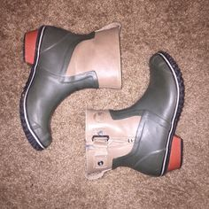 Sorel ankle rain boots Super cute pair of Sorel ankle rain boots! Hardly worn because I don't need two pairs of rain boots! Gently used, no scratches or tears. SOREL Shoes Winter & Rain Boots