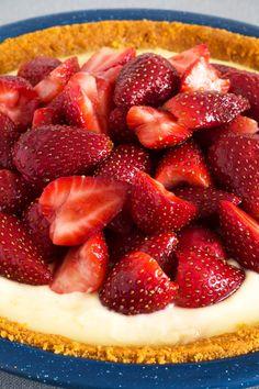 Diabetic No Bake Sugar Free Strawberry Cheesecake – Land Of Recipes Diabetic Desserts, Healthy Snacks For Diabetics, Sugar Free Desserts, Sugar Free Recipes, Diabetic Recipes, Diabetic Foods, Simply Recipes, Healthy Foods, Cheesecake Fat Bombs