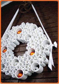 Clever pvc-tube wreath, instructions from http://www.todaysnest.com/todays-nest-1/2010/12/fantastic-plastic-pvc-wreath.html