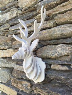 Trophée tête cerf bois peint par MontagneProduction sur Etsy