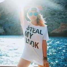 Julia Faria com t-shirt Steal My Look em Ibiza.