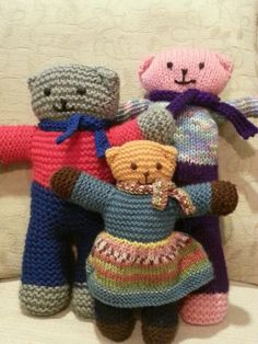 Bears for the Mother Bear project in Africa. Creative Knitting, Knitting For Kids, Loom Knitting, Knitting Patterns, Knitting Toys, Knitted Teddy Bear, Crochet Bear, Crochet Toys, Mother Bears