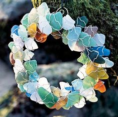 Totally love this sea glass wreath. lol making a sea glass wreath Sea Glass Crafts, Seashell Crafts, Beach Crafts, Seashell Garland, Summer Crafts, Kid Crafts, Sea Glass Beach, Sea Glass Art, Sea Glass Jewelry