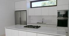 Los modelos de cocina sin tiradores representan una alternativa muy socorrida a la hora de escoger un diseño moderno, minimalista y funcion...