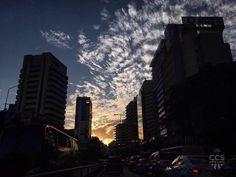 Te presentamos la selección del día: <<ATARDECERES>> en Caracas Entre Calles. ============================  F E L I C I D A D E S  >> @teresitacc << Visita su galeria ============================ SELECCIÓN @huguito TAG #CCS_EntreCalles ================u Team: @ginamoca @huguito @luisrhostos @mahenriquezm @teresitacc @marianaj19 @floriannabd ================ #atardecer #1atardecervenezolano #Caracas #Venezuela #Increibleccs #Instavenezuela #Gf_Venezuela #GaleriaVzla #Ig_GranCaracas…