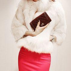 Женская короткая курточка из искусственного меха – RUB p. 1 031,29