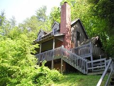 Rooster's Perch at Pioneer Cabins  Townsend, TN.  Danny, the kids, and I went here several years ago.  It is so serene and non-touristy.  I need a mountain getaway!