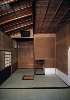 Ai, ai o Japão (suspiro) The perfection of a small, old Japanese room with earthen plaster walls, a highly refined craft in Japan. Japanese Tea House, Traditional Japanese House, Japanese Interior Design, Japanese Design, Japanese Style, Interior Architecture, Interior And Exterior, Futuristic Architecture, Design Japonais