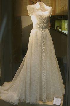 A Spanish wedding dress Spanish Themed Weddings, Spanish Wedding, Blue Wedding Dresses, Wedding Gowns, Prom Dresses, Modest Wedding, Elegant Bride, Elegant Gown, Amazing Wedding Dress