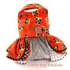 * Ropa para perro pequeño, hecho a mano del perro * Perro vestido se hace de tela de algodón importada de Europa * Vestido de verano fo perros características de un coche de carreras lindo imprimir en impresión de fondo naranja * Perro arnés vestido es acentuado con tela de