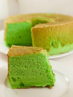 Pandan chiffon cake. Will make an orange-flavoured version of this next week! :)