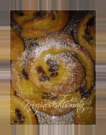 ΚουζινοΣκαλίσματα: Ρολάκια με κρέμα και σταφίδες Sweet Buns, Sweet Pie, Greek Desserts, Greek Recipes, Mediterranean Breakfast, Mini Cheesecakes, Afternoon Tea, Food To Make, Biscotti