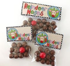 Reindeer Noses bag toppers free printables - just print, fold and attach to a bag full of Maltesers / Whoppers (with a red gumball for Rudolph!) for an easy Christmas gift idea! Great for class favours, stocking stuffers and other Christmas treats! Christmas Treat Bags, Christmas Party Favors, Christmas Goodies, Diy Christmas Gifts, Winter Christmas, Christmas Time, Christmas Class Treats, Homemade Christmas, Navidad Simple