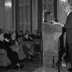 Ο Ηλίας Βενέζης (1904 - 1973), ο μεγάλος Έλληνας συγγραφέας που, ανάμεσα σε όλα τα δημιουργήματά του, έγραψε και το «Χρονικόν της Τραπέζης της Ελλάδος», ζωντανεύει μέσα από τη ζωή και το έργο του, στην εκδήλωση που διοργανώνει προς τιμήν του η Τράπεζα της Ελλάδος.