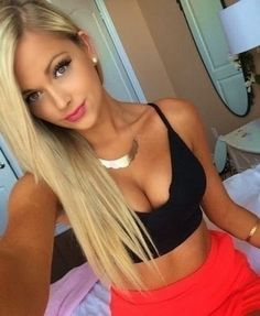 Delightful collection of girls showing off some downblouse cleavage : theCHIVE Blonde Selfies, Hot Selfies, Girls Selfies, Blonde Beauty, Hot Blondes, Sensual, Gorgeous Women, Gorgeous Girl, Belle