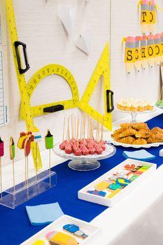 back to school petit déjeuner école cake pop patisserie sablés event événement entreprise teambuilding Cake Pops, Bar A Bonbon, Birthday Candles, Back To School, Diy, Candy, Studio, Business, Morning Breakfast