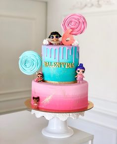 LOL Surprise!  Este y más temas divertidos para crear pasteles geniales! ✨  #delicatessepostres #birthdayday #birthdaycake #dessert #postres #party #panama #bakery #fiestaspanama #cumpleaños #cake #bolos #pasteles #dulce #cakedesign #design #cakeartistry #instagramcake #celebration #lolsurprise #birthdaygirl Surprise Cake, Lol, Birthday Cake, Desserts, Deserts, Sweets, Romanticism, Create, Tailgate Desserts
