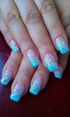 Winter symbolizes calmness and serenity. It makes a subtle environment and trends also seem a bit lower on lower gear in winter. Today I am showcasing cool winter nail art designs and ideas for girls. Nail Art Designs 2016, Winter Nail Designs, Winter Nail Art, Cool Nail Designs, Winter Nails, Blue And White Nails, Blue Nails, Green Nail, Jolie Nail Art