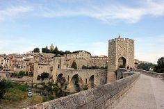 Visit Besalu; a travel guide to the town of Besalu, Spain