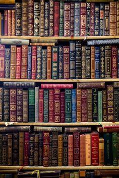 33 Ideas Book Wallpaper Wallpapers Bookshelves For 2019 Old Books, Vintage Books, Antique Books, I Love Books, Books To Read, Book Wallpaper, Reading Wallpaper, Wallpaper Wallpapers, Pretty Wallpapers