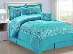 BNF Home Animal Style Blue Giraffe 6 Pieces Bed in a Bag Set (Queen) all bright beautiful colors and your favorite animal prints all in one.