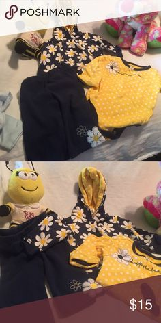 """3 pc girls set- just REDUCED this great little set EUC--shirt reads """"happy to be me"""" Just one year Matching Sets"""