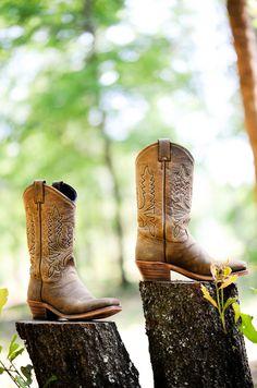 love cowboy boots. <3
