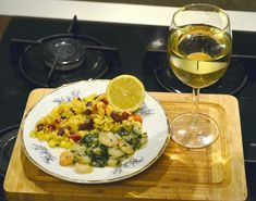 Creveti cu orez si sos de vin alb