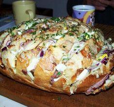 Isteni, minden jóval töltött kenyér - Blikk Rúzs Baked Potato, Potatoes, Bread, Cheese, Baking, Ethnic Recipes, Food, Red Peppers, Bakken
