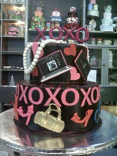Gossip Girl Cake awesome cakes Pinterest Girl cakes Gossip