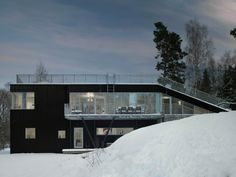 Pulkabacken House is a modular prefabricated friendly building designed by Stockholm-based Street Monkey Architects located on the slopes of Varmdo. Sledding Hill, Sweden House, Flat Roof House, Villa, House On A Hill, Cabins In The Woods, Architecture, Santa Monica, Building Design