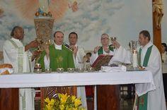 Dia 21 de janeiro de 2017 às 19h30m na Matriz de Tupi Paulista o Bispo Diocesano Dom Luiz Antônio Cipolini, presidiu a mi...