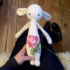 When I fell into that rabbit hole the other day, I came back with another freebie especially for all of you, who already own one of the lalylala doll patterns! Let's follow the white rabbit a…
