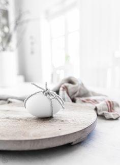 Påskeegg del. 1 - black & white with ribbon | Easter egg . Osterei . œuf de Pâques | @ kjerstis lykke |