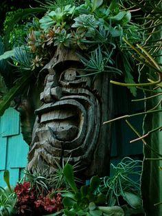 Tiki statue...I sooooo need one of these!