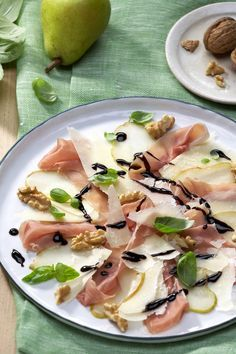 Try carpaccio differently with pears, parma ham and parmesan and discover more great recipes at ich-liebe-käse. Try carpaccio differently with pears, parma ham and parmesan and discover more great recipes at ich-liebe-käse. Healthy Appetizers, Appetizers For Party, Appetizer Recipes, Snack Recipes, Snacks, Fish Recipes, Great Recipes, Parmigiano Reggiano, Sweet Potato Crisps