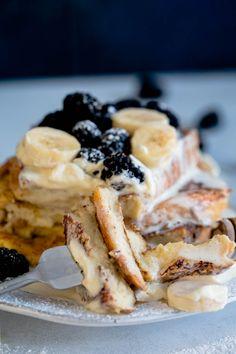 Arme riddere med krem, banan og bjørnebær – Ida Gran-Jansen French Toast, Breakfast, Ethnic Recipes, Food, Morning Coffee, Essen, Meals, Yemek, Eten