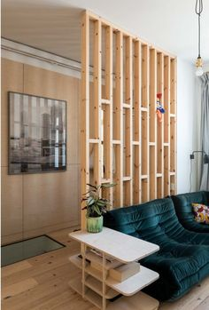 The renovation of an apartment in London - PLANETE DECO a homes world # bricolagemaison, materielbri . Living Room Divider, Living Room Partition Design, Room Partition Designs, Living Room Decor, Living Spaces, Wood Partition, Partition Ideas, Home Renovation, Home Remodeling
