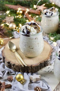 Tasty chocolate mousse served as a dessert in the glass by Sweets & Lifestyle® for Christmas Winter Desserts, Mini Desserts, No Bake Desserts, Delicious Desserts, Dessert Recipes, Raffaello Dessert, Dessert In A Jar, Grenade, White Chocolate